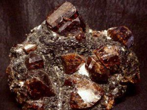 Камень циркон свойства