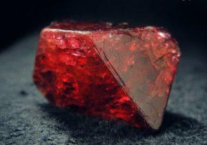 Камень шпинель свойства