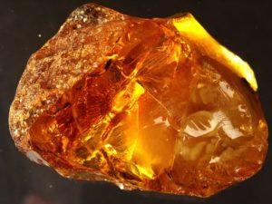 Камень янтарь свойства